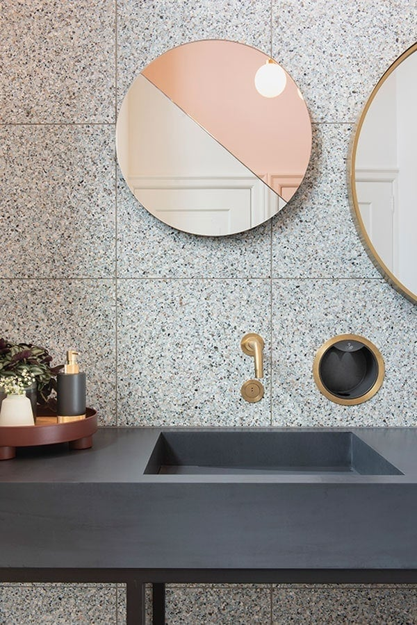 Moonrise Mirror Fall - Studio Zebra Marienhof toiletten (image by Suzanne Paap)