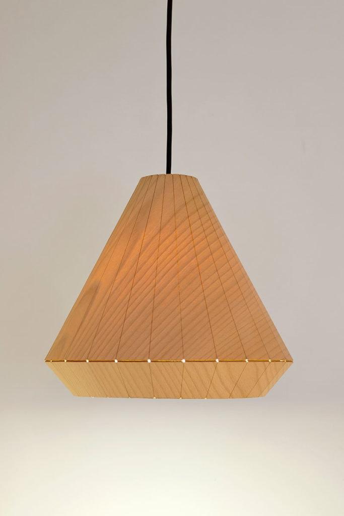 img 4650 wooden light detail