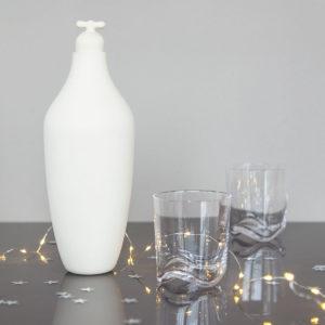 vij5 kerstset tap water carafe stoneware 2x wave glazen img 8606