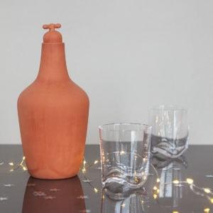 vij5 kerstset tap water carafe terracotta 2x wave glazen img 8604