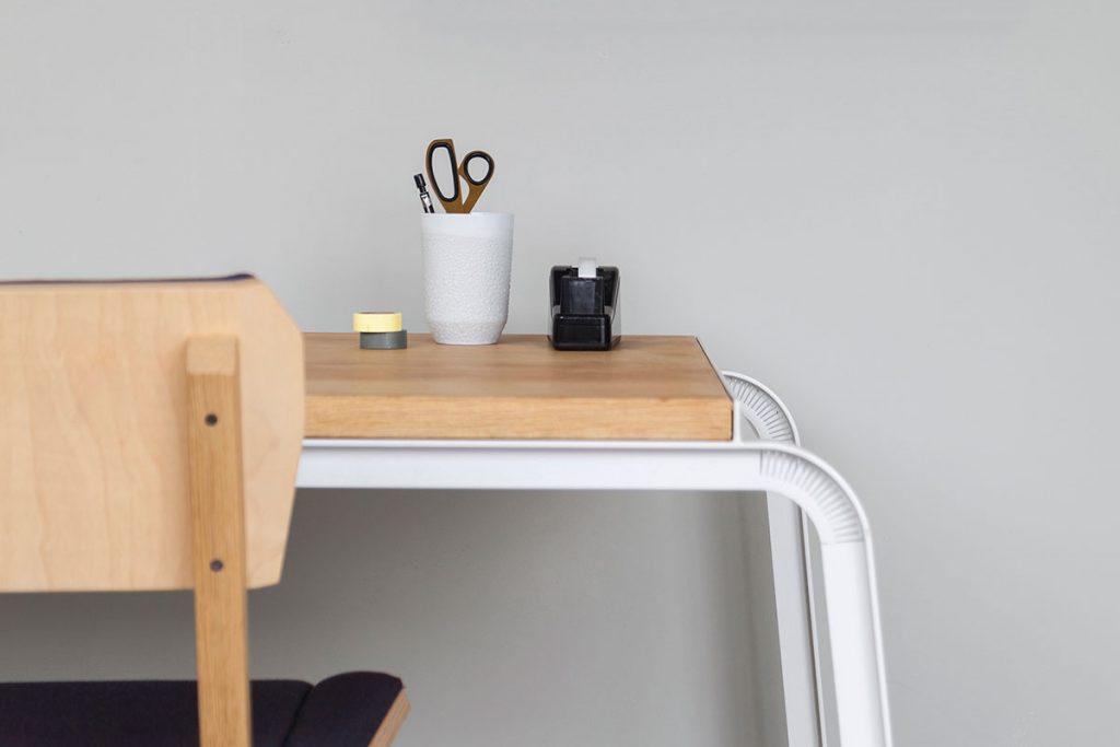 tabloid desk s chair in vij5 showroom foto door vij5 detail